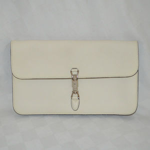 $2350 Gucci White Pebbled Leather Large Clutch